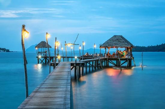 精彩夜生活泰国唯美海滩风光图片桌面壁纸