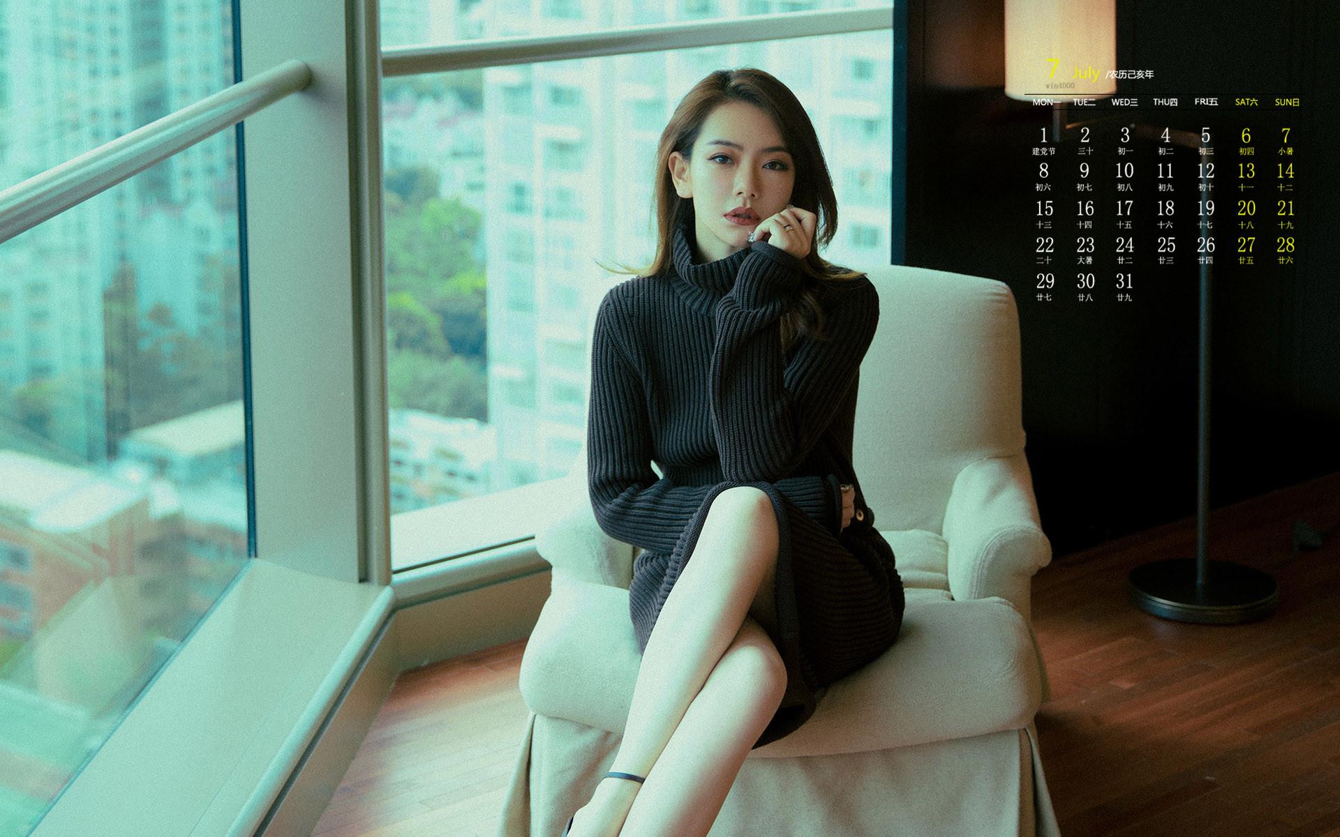 2019年7月戚薇性感风骚写真日历桌面壁纸