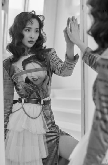 李曼妩媚风情时尚写真图