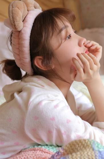 <床上美女清新可爱性感撩人写真
