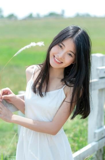 <日系美女清新迷人写真图片