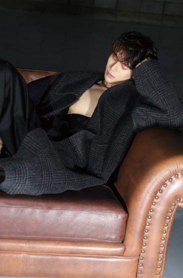王嘉尔时尚杂志大片写真