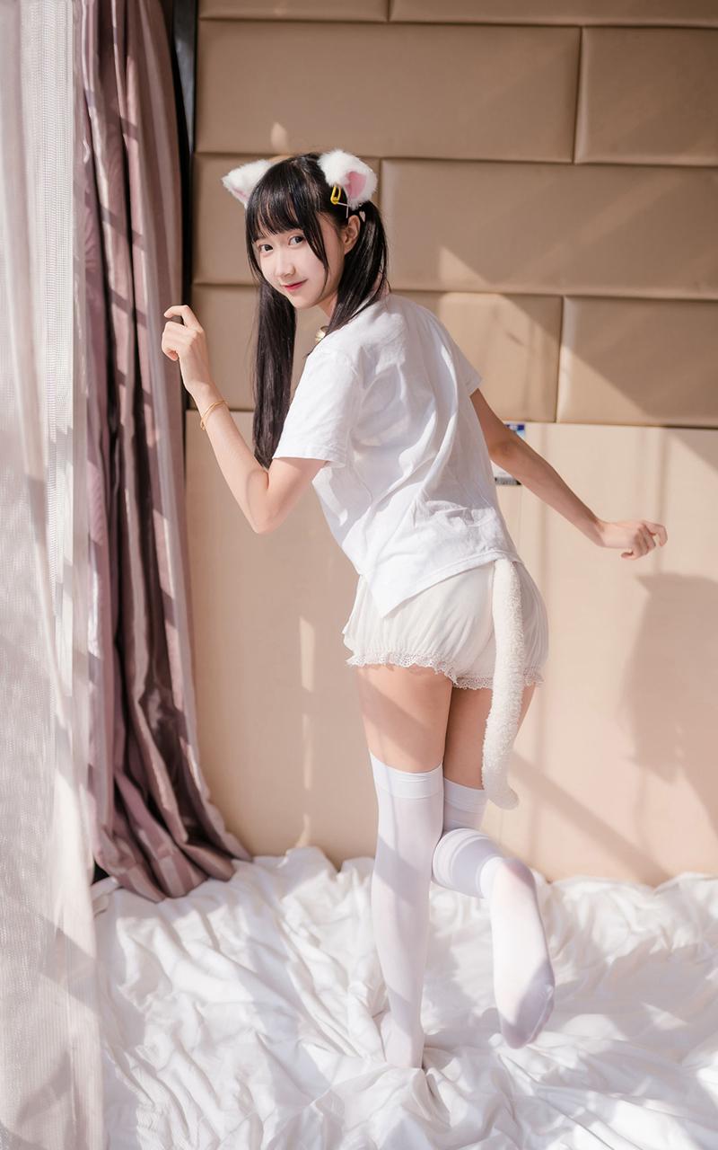 白嫩猫系美女诱惑私房清纯写真图片