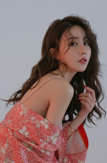 日系妖娆美女手机壁纸