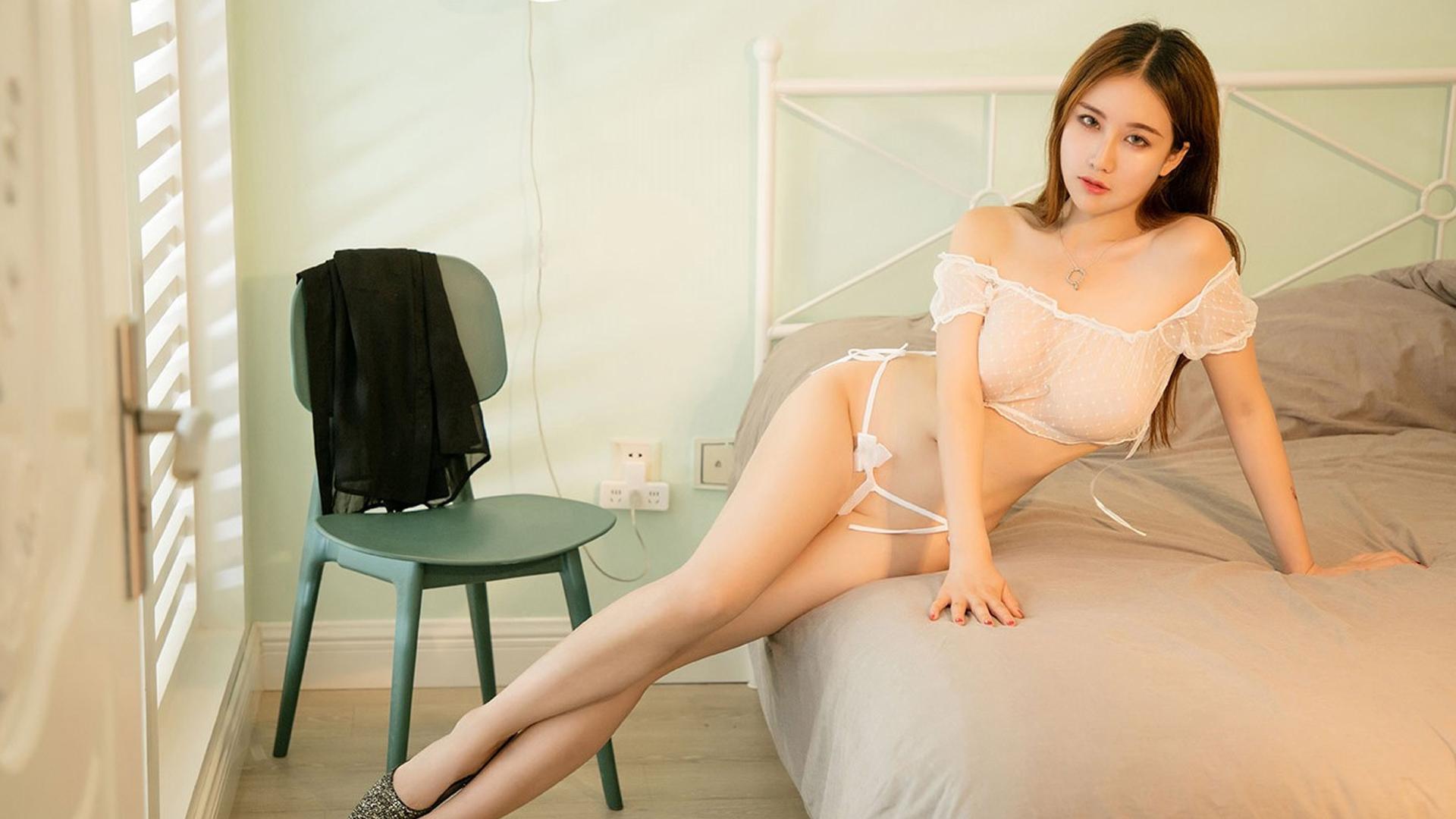诱惑私房爆乳大胸美女唯美床照写真桌面壁纸