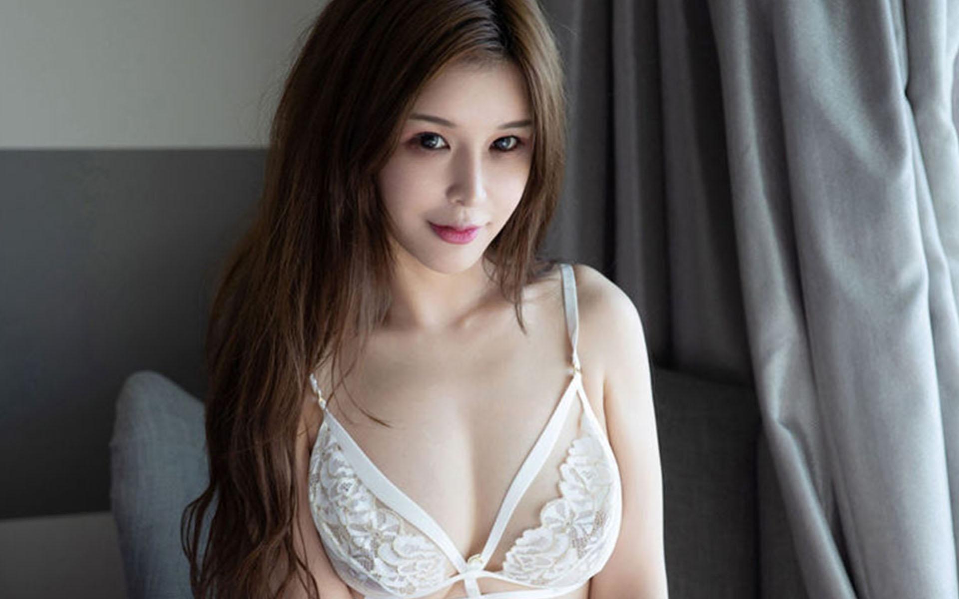 蕾丝透视装美女大胸肥臀性感玉足长腿写真桌面壁纸