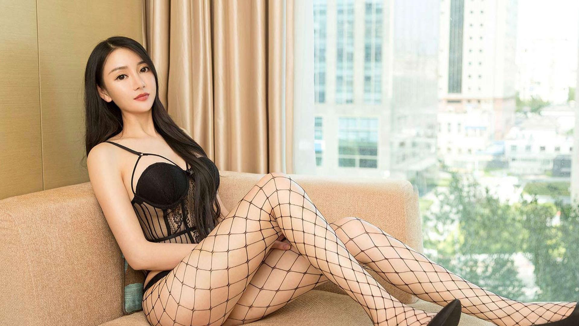 私房性感巨乳美女妩媚床上诱惑爆乳写真桌面壁纸