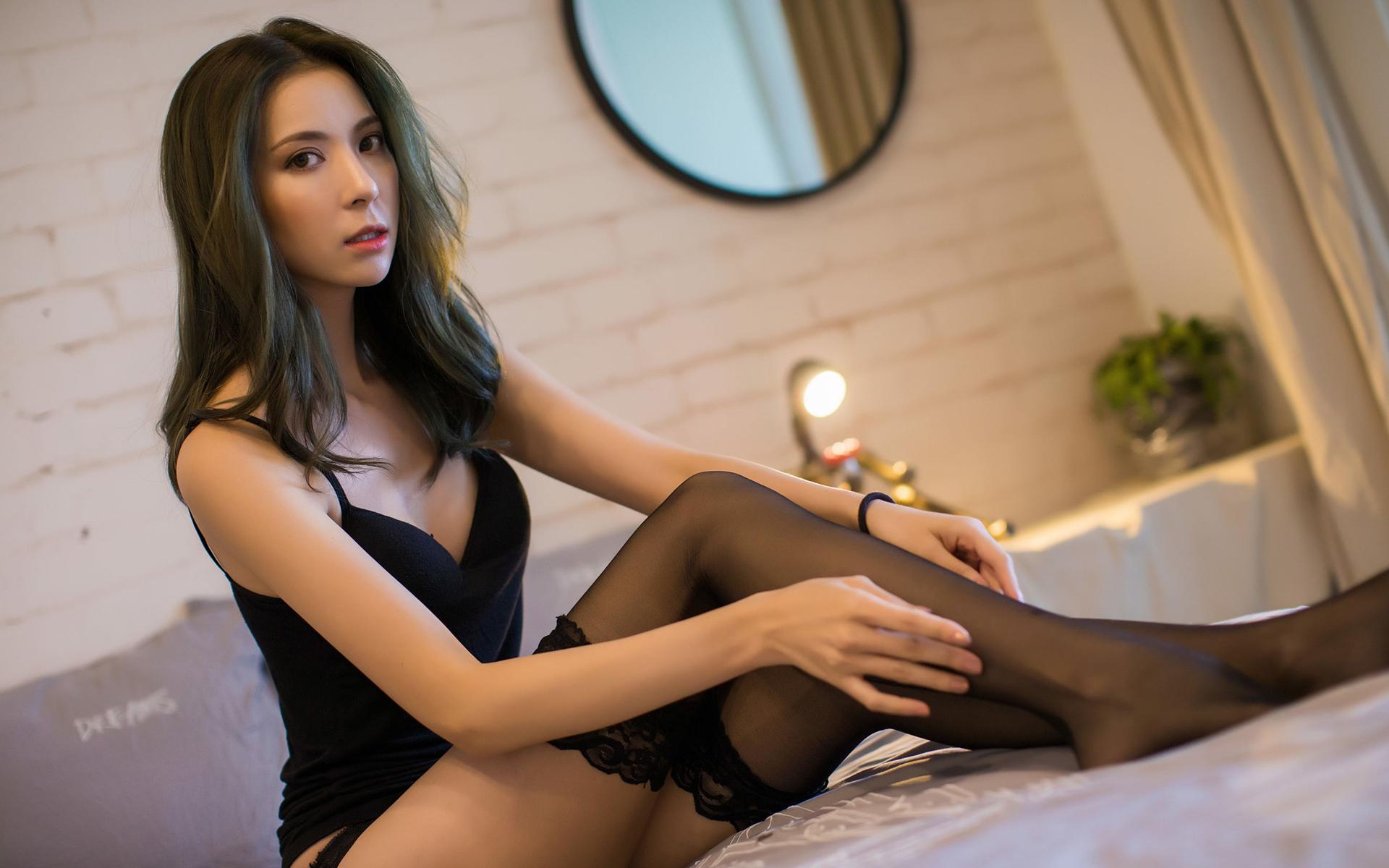 骨感美女性感丝袜长腿香肩爆乳妩媚写真桌面壁纸