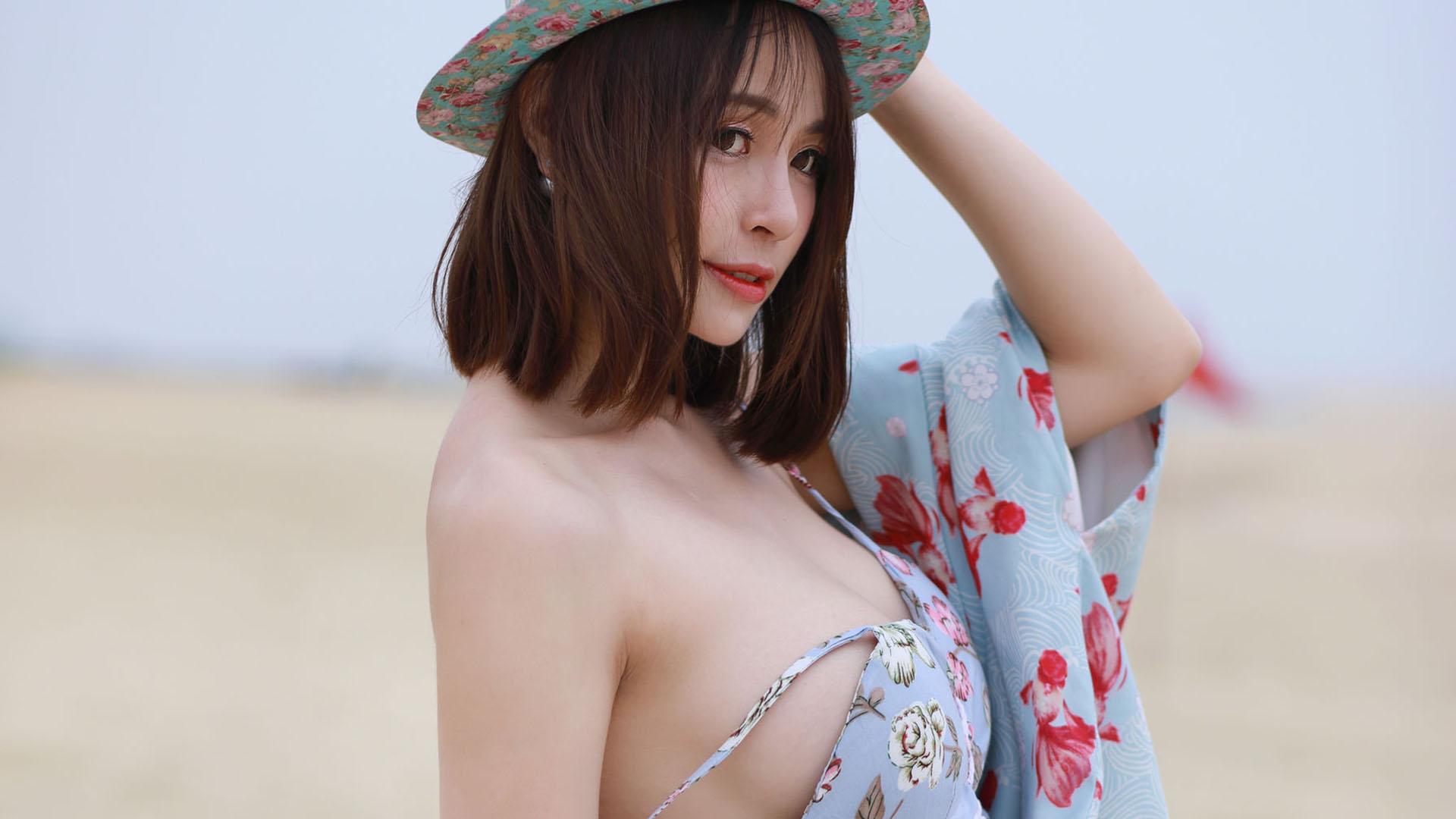 白嫩巨乳美女诱惑沙滩爆乳大胸写真桌面壁纸