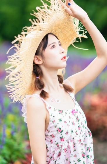 夏日清凉吊带裙美女撩人图片