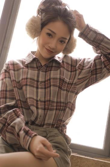<文艺美女模特丝袜美腿撩人性感写真
