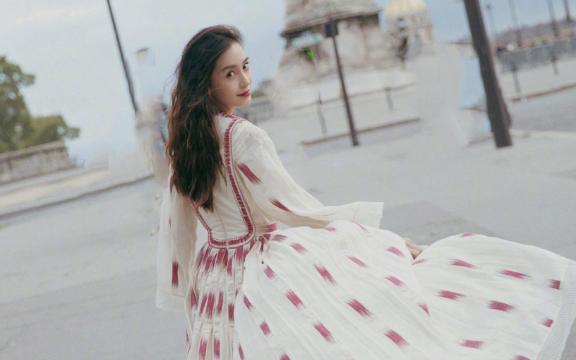 <Angelababy摩洛哥風齊地長裙