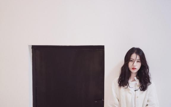 清纯靓丽女神周雨彤时尚