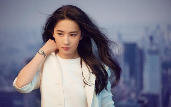气质女神刘亦菲白色西装