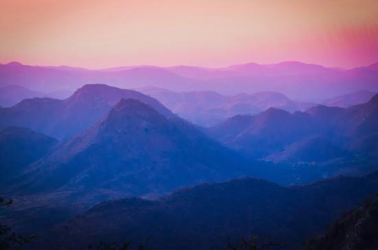 壮观唯美的山峰景色桌面