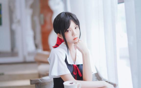 <清纯可爱美少女咖啡厅美艳写真