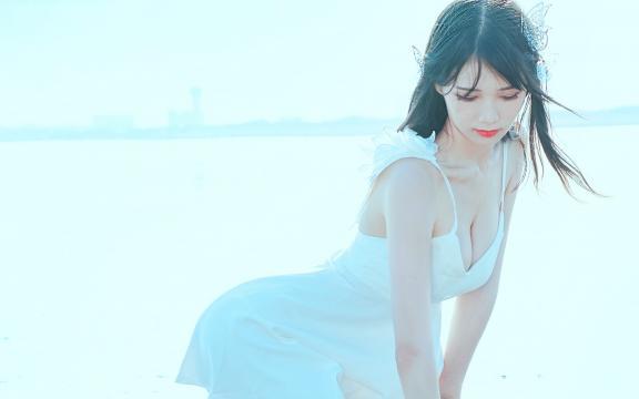 吊带短裙清纯美少女海边性感写真
