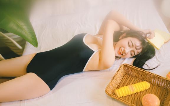 超短吊带连体裤美女性感火辣写真