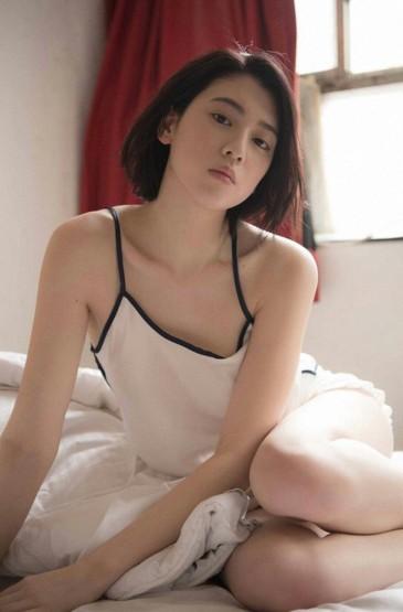 三吉彩花私房爆乳写真
