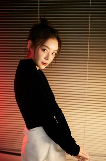 <袁姗姗酷美撩人写真图片