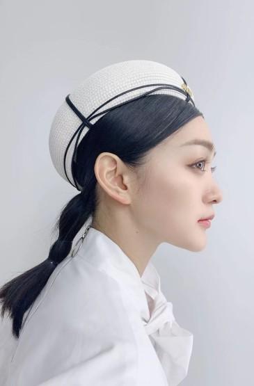 演员何泓姗海军制服性感