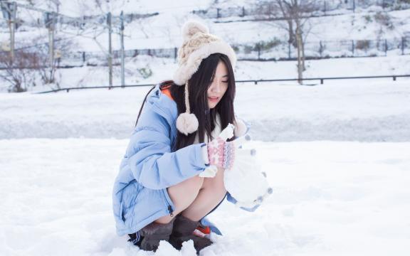 雪地清纯美女甜美写真