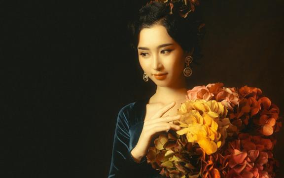 像油画一般的美女