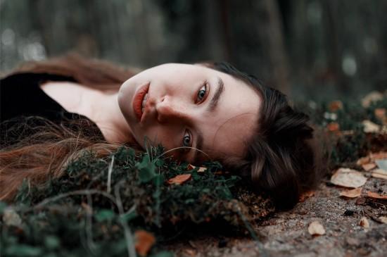 静谧森林欧美美女唯美写真图片壁纸