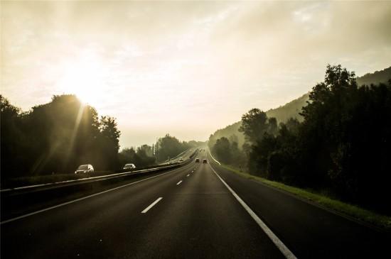 唯美公路风景高清桌面壁纸