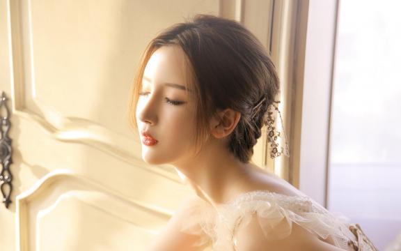 蕾丝吊带美女性感气质写真