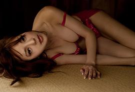 日本熟女性感酥胸嫩乳风骚写真