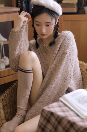<咖啡女孩絲襪長腿誘人性感寫真