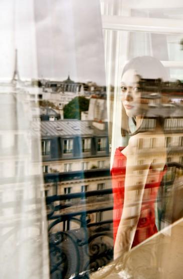 <吳宣儀紅裙性感優雅寫真圖片