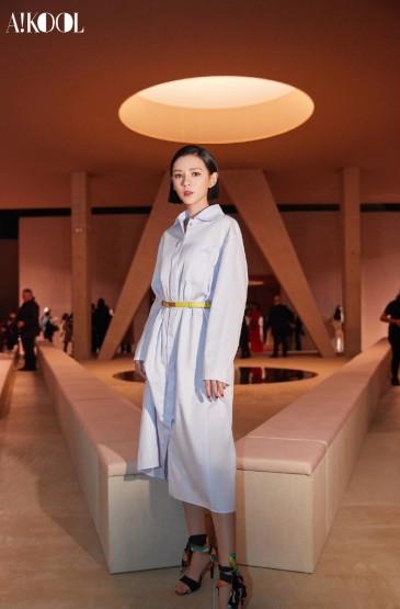 <張予曦清新藍襯衫裙甜美圖片