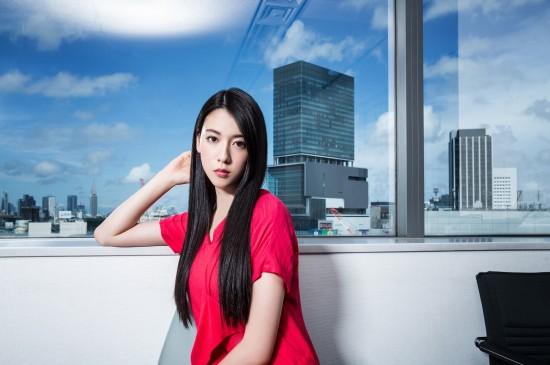 《说好不哭》MV女主三吉彩花桌面图片