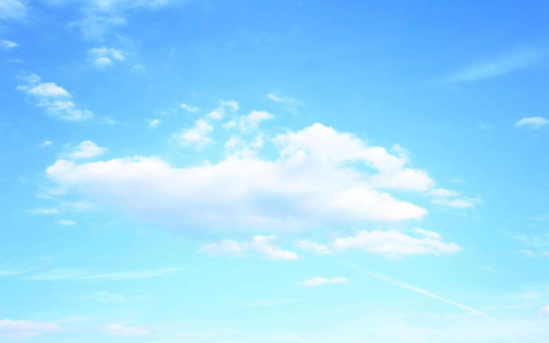 唯美纯净的蓝色天空桌面图片