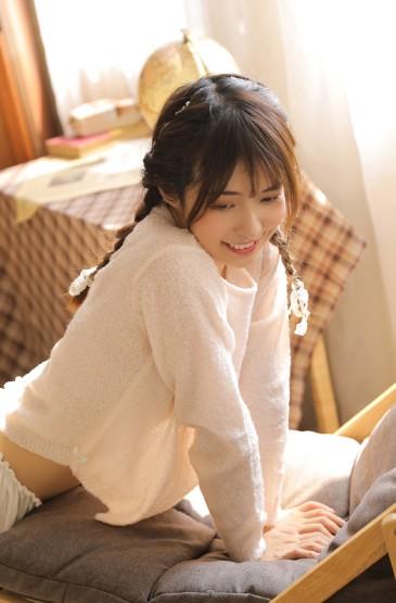 长腿美女俏皮可爱写真图片