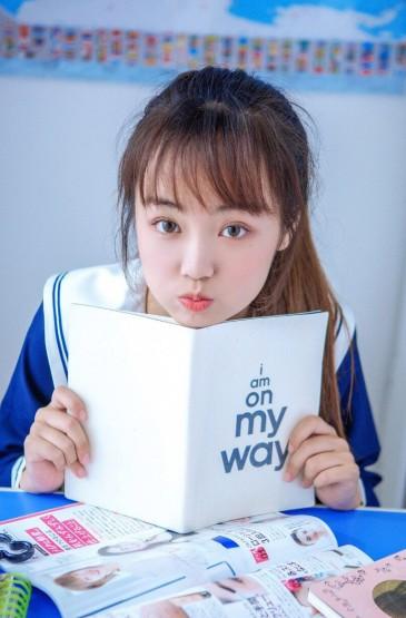 极品美女大学生教室制服诱惑图片