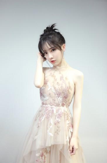內地新生代女歌手馮提莫圖片