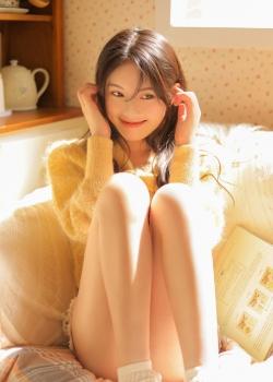 沙发美女长腿翘臀火辣性感写真