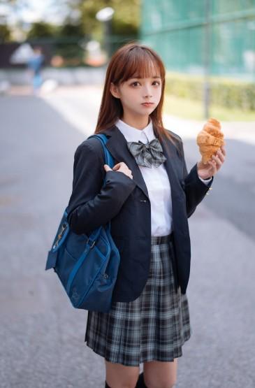 学生制服少女甜美俏皮图片