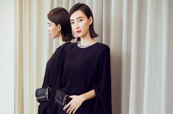 王丽坤优雅短裙性感图片