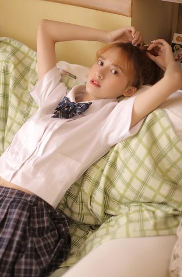 马尾辫美少女制服诱惑写真图片