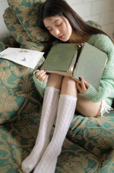 甜美清纯美女丝袜美腿私房写真图片