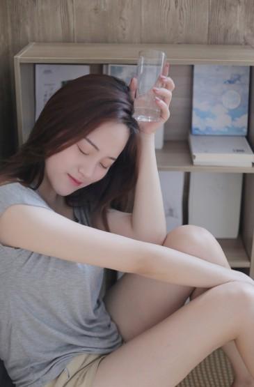 <长腿美女尤物居家美女性感图片