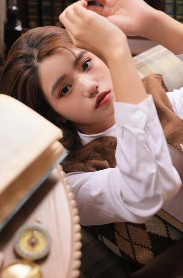 日系美女學院風性感寫真圖片