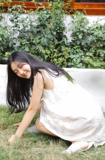 <清秀美女白嫩大长腿诱惑写真图片