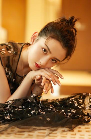 宋祖儿刺绣纱裙灵动优雅写真图片