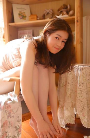 绝色美女丰满诱人长腿美女写真