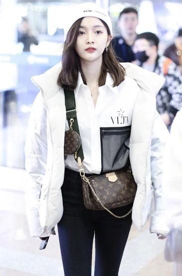 吴宣仪酷甜机场私服照图